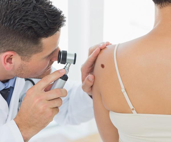 https://www.doctors4you.co/wp-content/uploads/2015/12/dermatolog.jpg